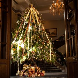 クリスマス一色の特別な村めぐり